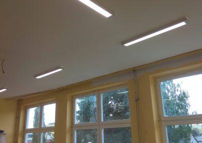 Montaż lamp w sali lekcyjnej