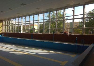 Montaż instalacji oraz opraw oświetleniowych na basenie szkolnym